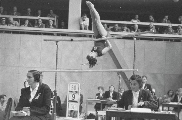 Top 10 Female Gymnasts